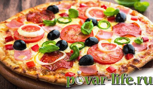 Пицца с копченой колбасой и сыром рецепт