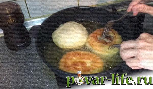 Пышные беляши с мясом на сковороде