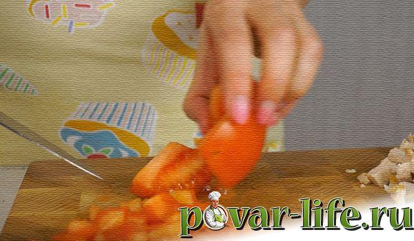 Нежный слоёный салат с курицей