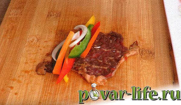 Мясные рулетики с овощной начинкой