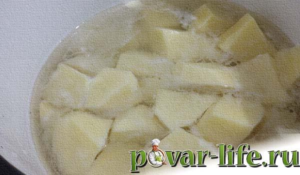 Свинина жареная с луком и картофельным пюре.